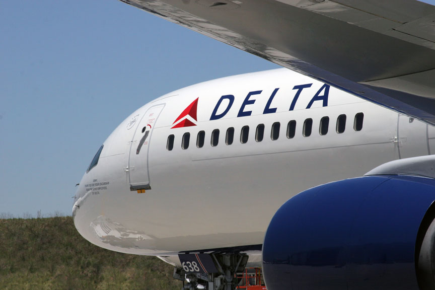 Delta-Airlines-Forces-Man-To-Crawl-Off-Flight
